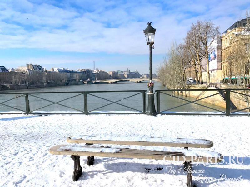 Снег на Мосту искусств